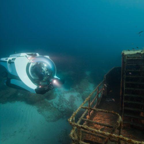 Super Yacht Sub 3 exploring a wreck - credit Joachim Blomme