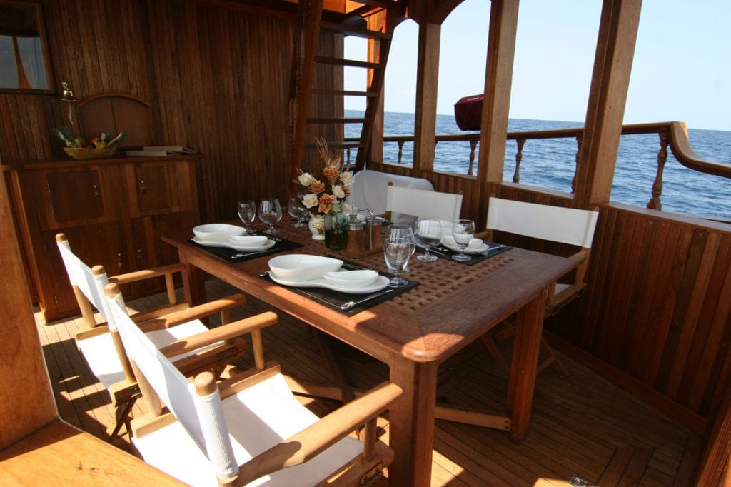 Dhoni Stella Yacht Covered Dining