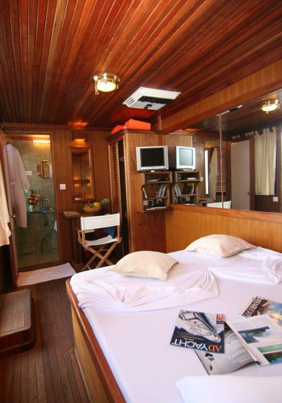 Dhoni Stella Yacht Interior cabin