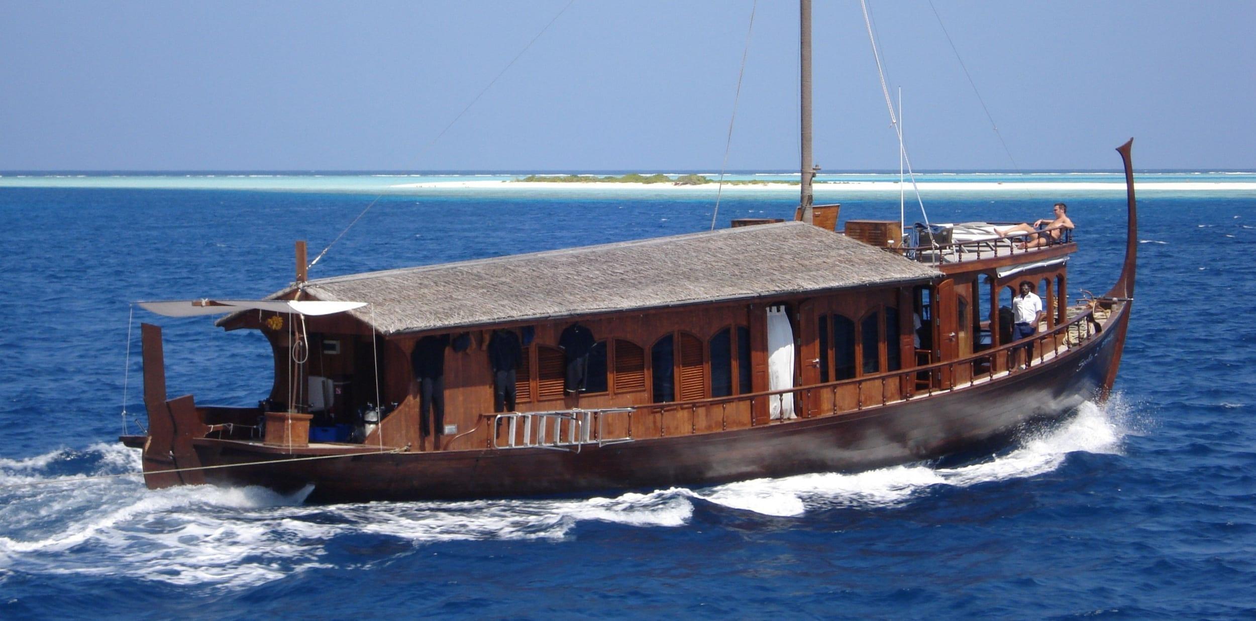 Dhoni Stella Yacht Exterior Profile