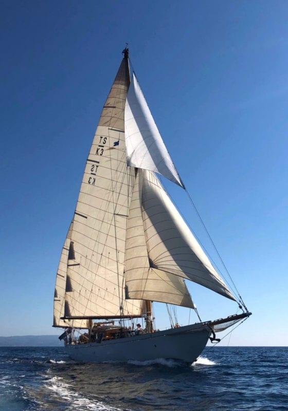 Halcyon yacht exterior sailing