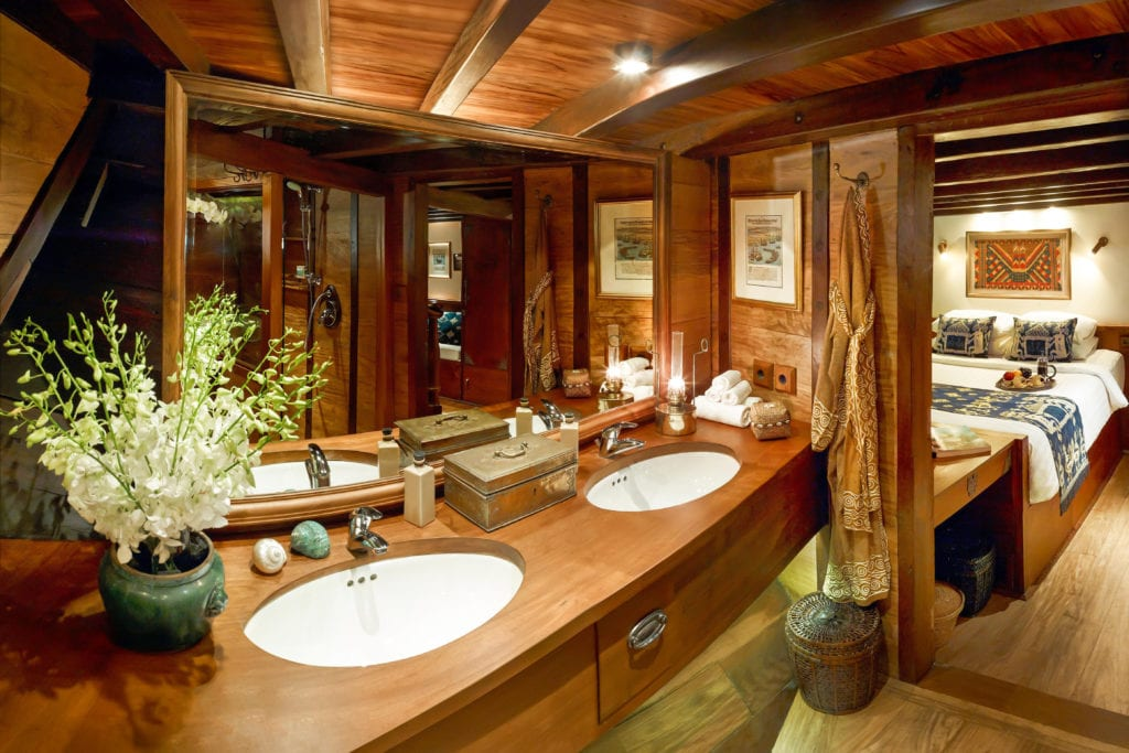 Si Datu Bua Yacht Interior Bathroom