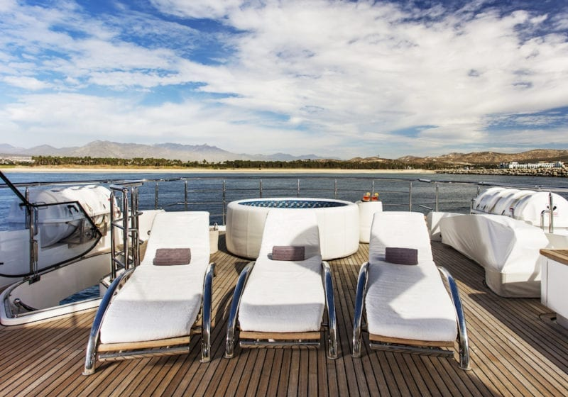 Komokwa Top Deck Sun Loungers Spa Bath