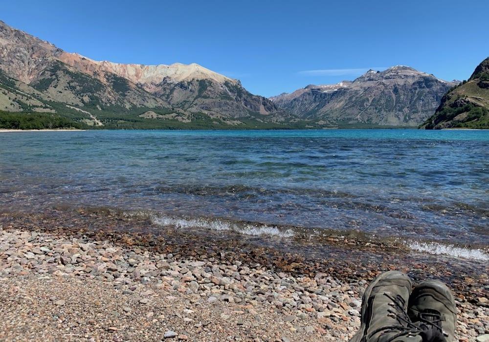 Chile, Lago Jeinimeni, Charlie hiking alpine lake