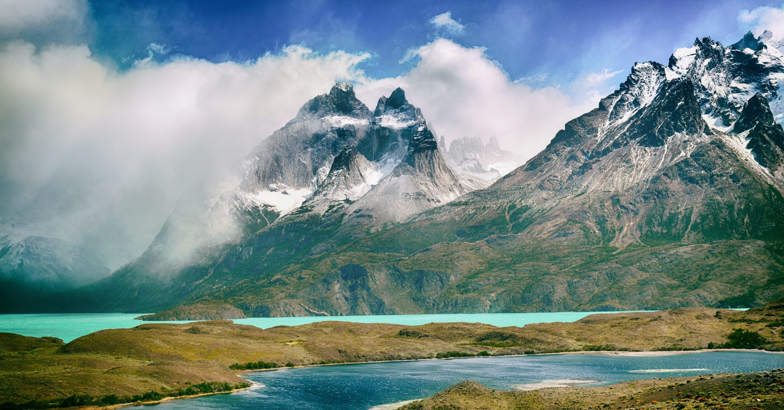 Chile, Torres del Paine mountains and alpine lake